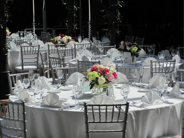 EZÜST CHIAVARI AMERIKAI SZEK BÉRLÉS Kölcsönzés Esküvőre Jó áron!